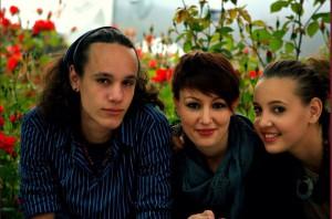 Francesca al centro con i ratelli Emanuele e Elena
